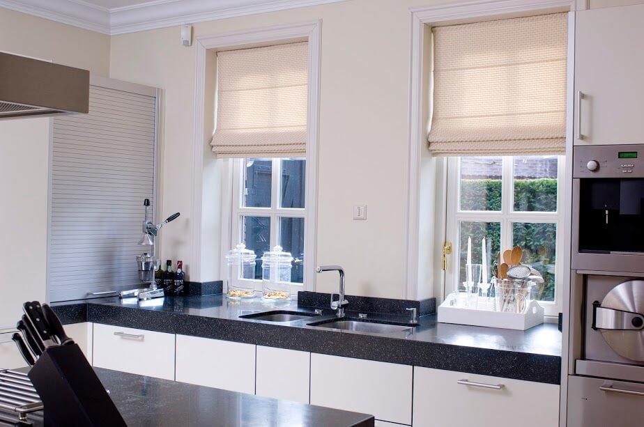 raamdecoratie om zonlicht te weren