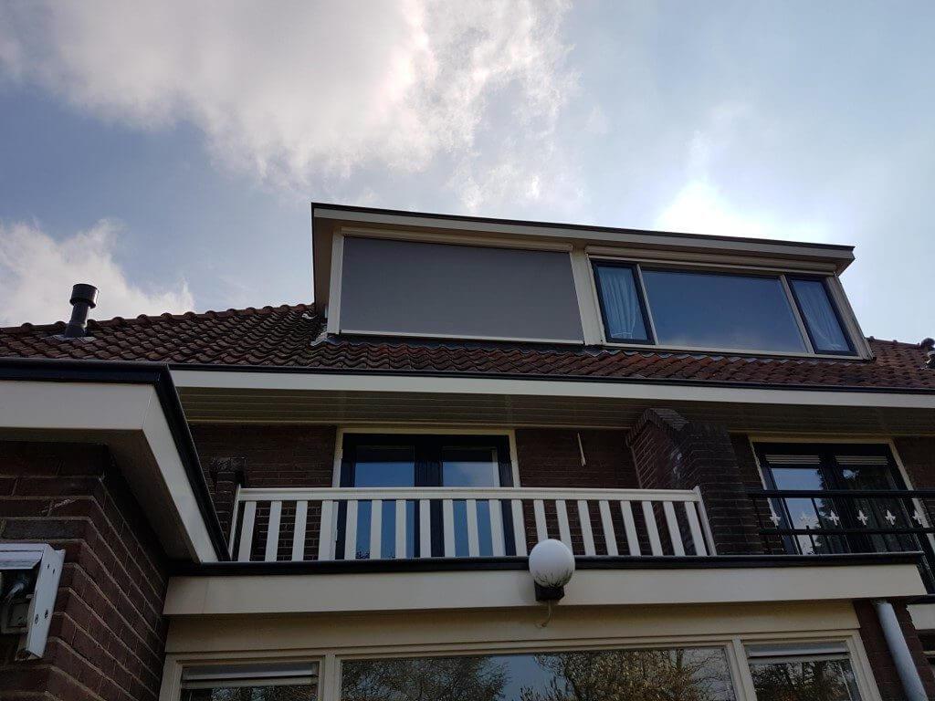 Ritsscreen vleuten op de dakkapel schaduw zonwering